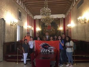 group photo of students in Spain with UTSA flag